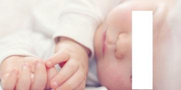 Posisi kepala lebih tinggi adalah cara meredakan hidung tersumbat pada bayi